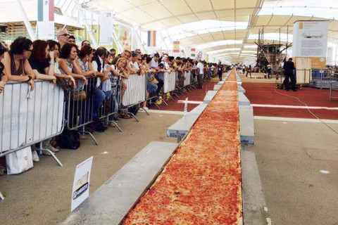 world's-longest-pizza